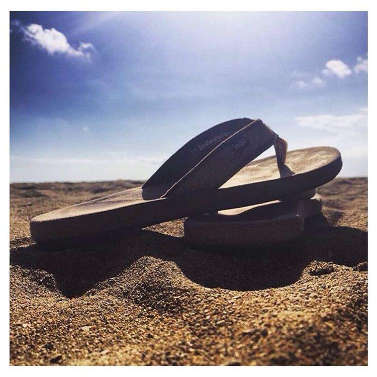 Sunny, sunny daze ☀️ Beach life & the #TanBurlapSandal via @lhart23