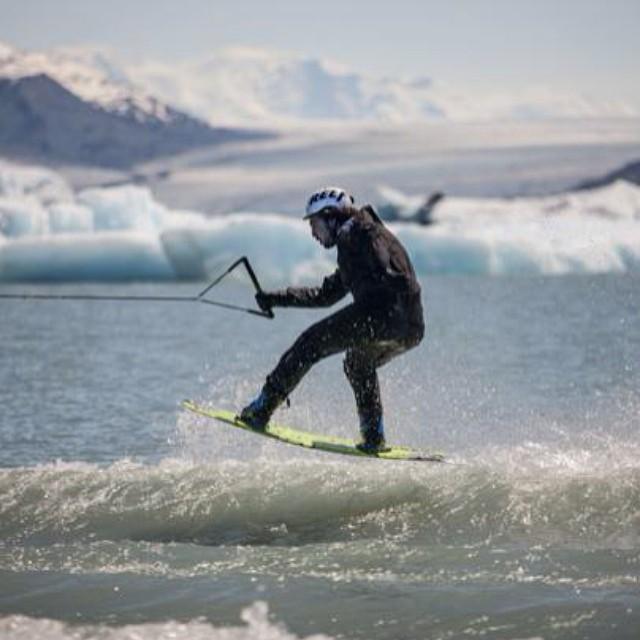 """""""El wakeboard es una gran diversión, una actividad que hace que mi vida sea más feliz, sobre todo por poder ir a andar con todos mis amigos"""". @tomikaragozian  #soul #wake #waves #reefargentina"""