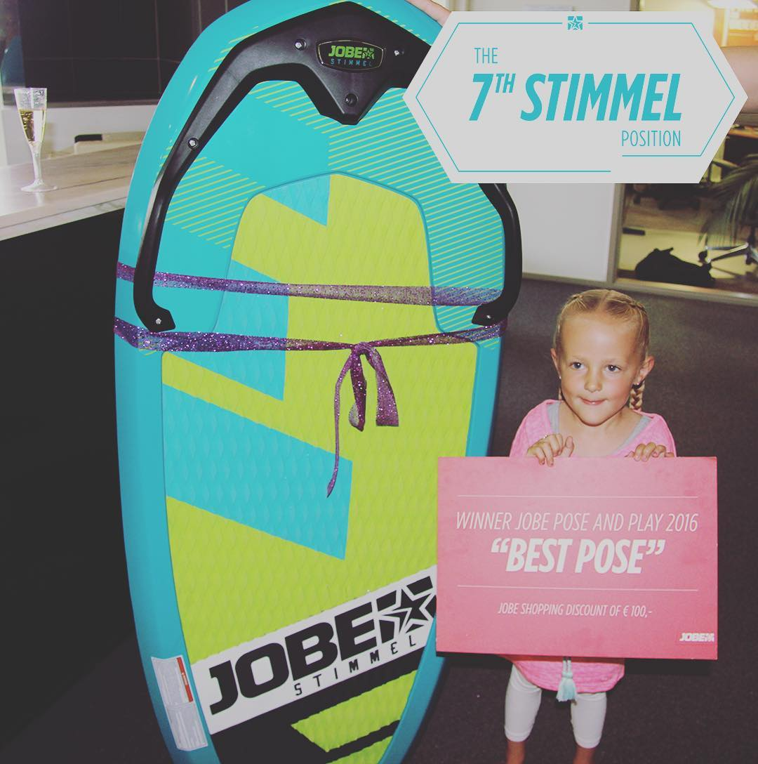 Yesterday was THE day. The winner of the #jobeposeandplay contest beamed for our camera. Our little star went home with a brand new Stimmel, 100eu and many other presents. Congrats✨