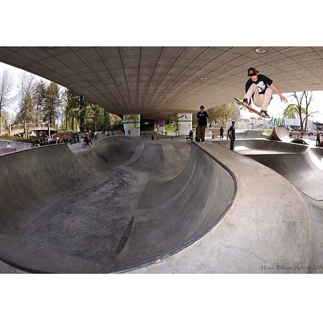 @jamiejacobson8 playing with some transfers @wj_skatepark . With @ripcityskate . #WeKnowChino #RootsLabelTrucker #MindfullyManufactured #Skateboarding #SkateEveryDamnDay ♻️