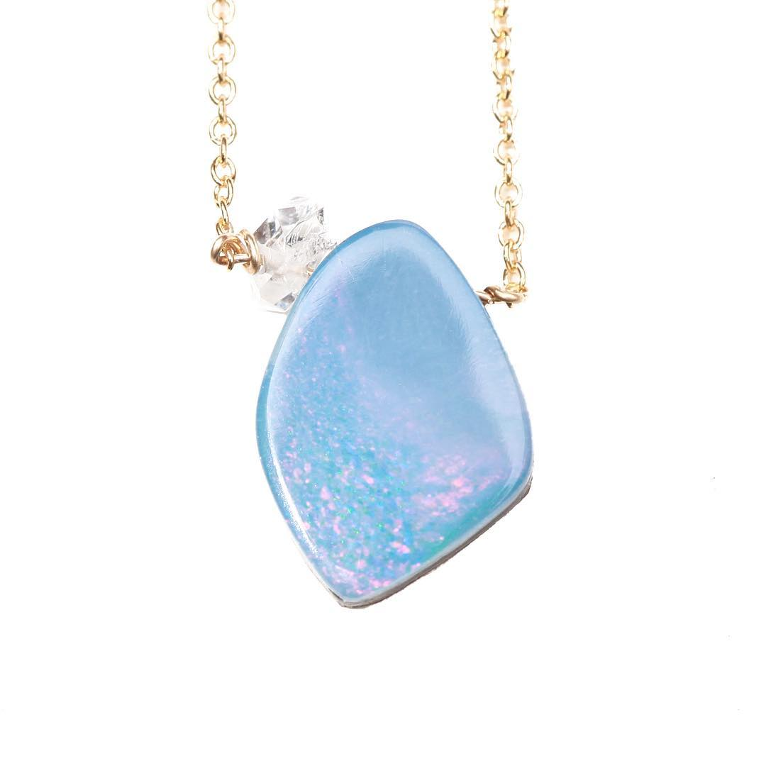 May each day bring new opportunity to share your inner light!  #mondayinspiration #inspo #positivevibes #positiveaffirmations #opal #opals #boulderopal