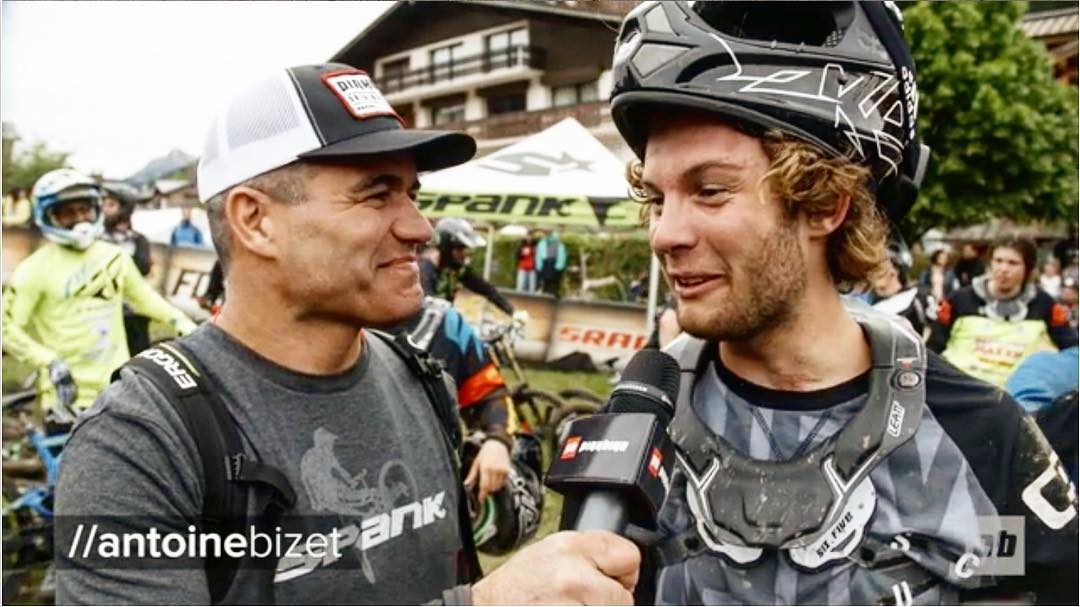@antoinebizet talks sideways with @bretttippie on the Whip-Off at @crankworx Les Gets 2016 || Link to video in profile #lesgets