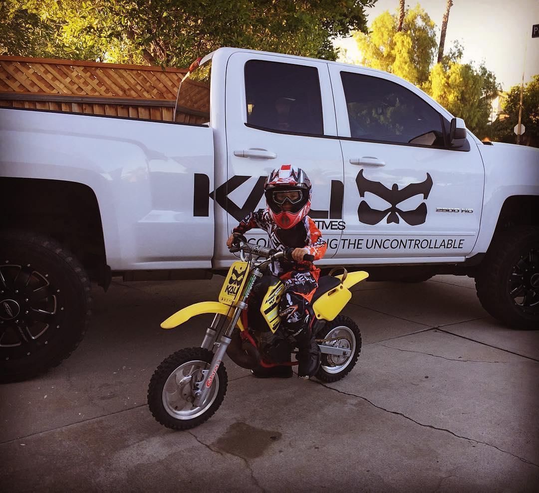 #Repost @kali_motorsports ・・・ Gotta start them young! #kalimotorsports #motocross #kaliprotectives #dirtbikes #cobramini50