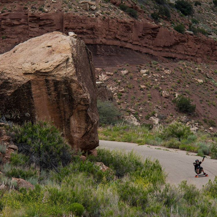 #LoadedAmbassador @rileywirvine drifts through a corner in the mountain of Utah.  Boulder for scale.  Photo: @avant_gnar  #LoadedBoards #Truncated #Tesseract #Orangatang #Kegels #Longboarding #UtahDownhill