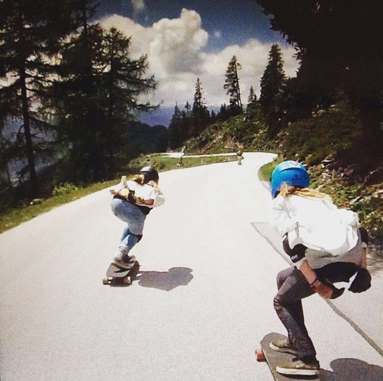 @a7x_liesje & @jazzyskate down Alpenrauschen! Have a rad weekend ladies! ⚡️ Photo @robbertvanhaaften  #longboardgirlscrew #womensupportingwomen #skatelikeagirl #bigmountainskate #alpenrauschen #downhillskateboarding