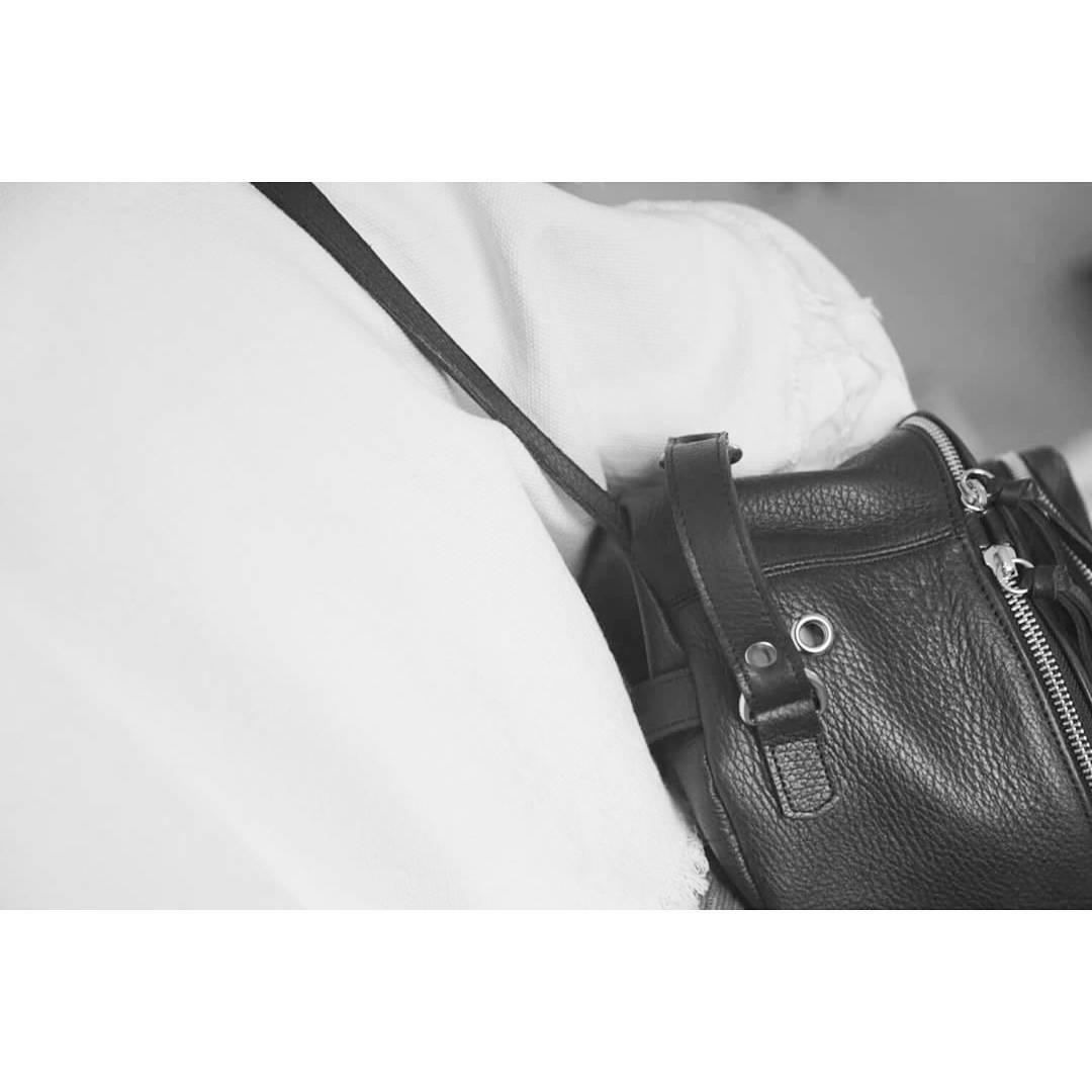 Detalle de la Mochila Nuez, de nuestra Serie Fruto. Ya podés conseguirla en @junta_monton , @laonion , @ranccho.arg y @upstairsba . / Detail  of our Nuez backpack, from our Fruto Series. Available at our stores.