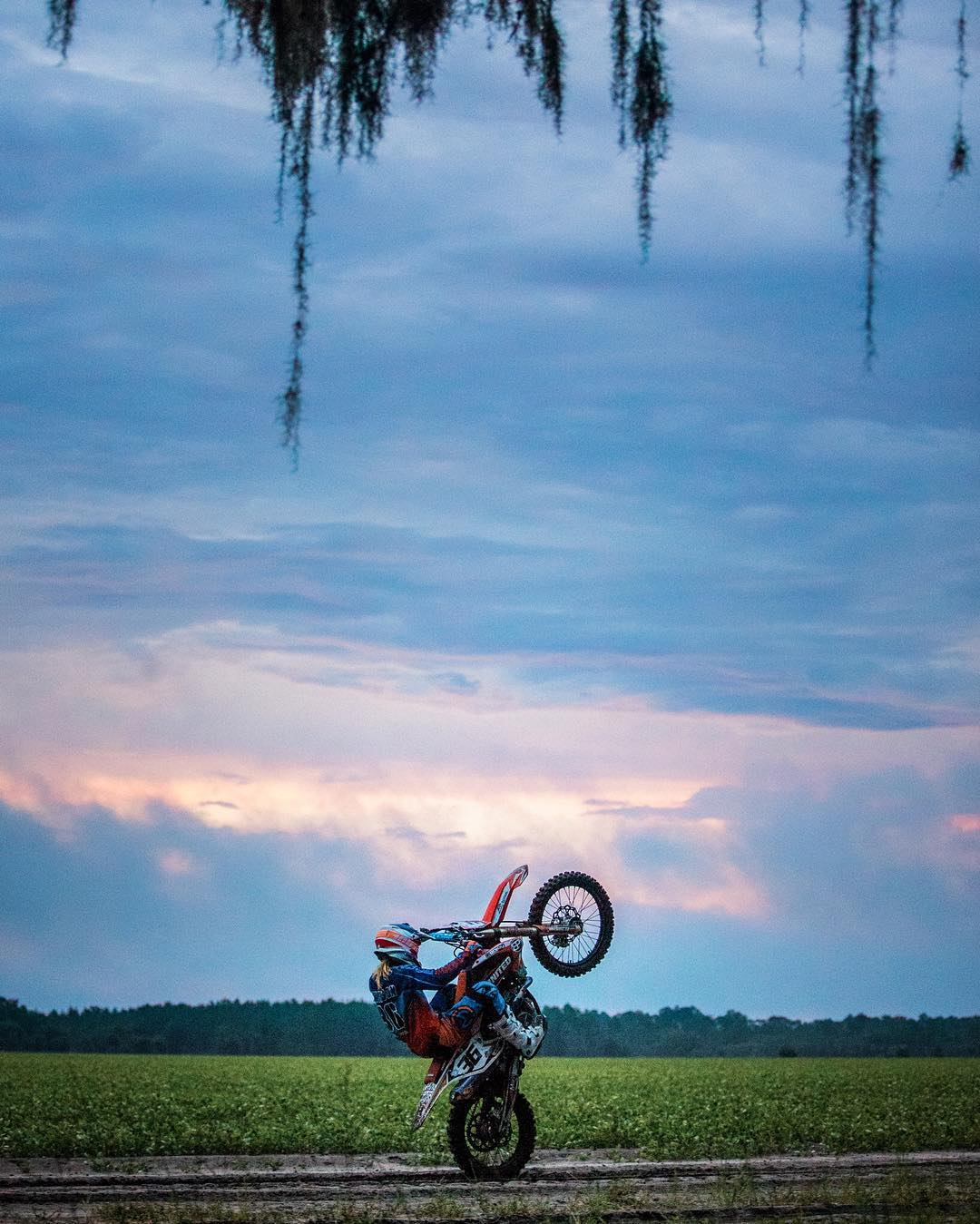 Wheelies in rain into the sunset at #PTomsRanch - #HowRomantic #SVGE #atifamily @officialmooseracing #dirtbikes #moto #wheelie #shred