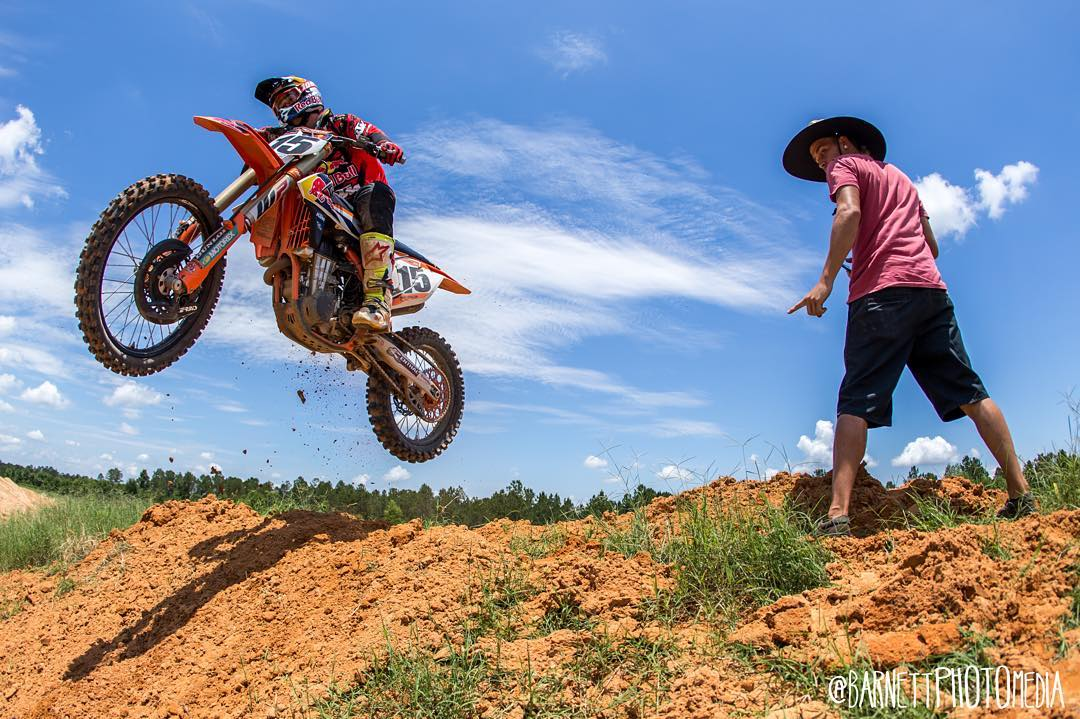Trying to tell @deanwilson15 that the track goes that way