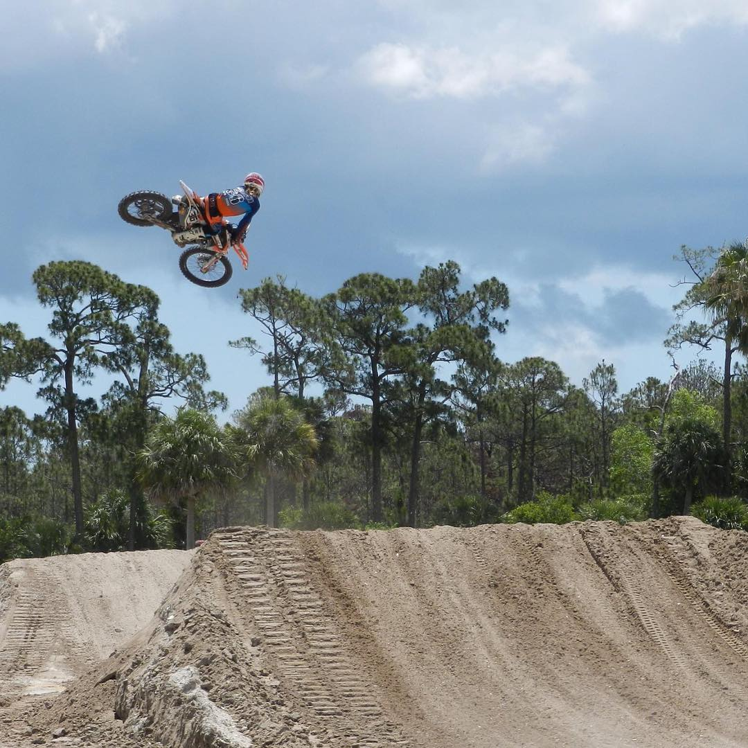 @david_lando getting the shot out at @mesamxpark during the @florida_motocross_group  #burgerking whip contest! #iwantedawhopper #whip #moto #shred #atifamily #SVGE