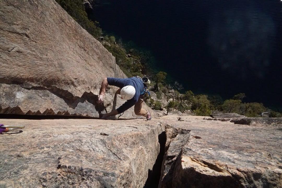 Un momento de hoy en el cerro abanico, Catritre escalada alpina en el diedro.