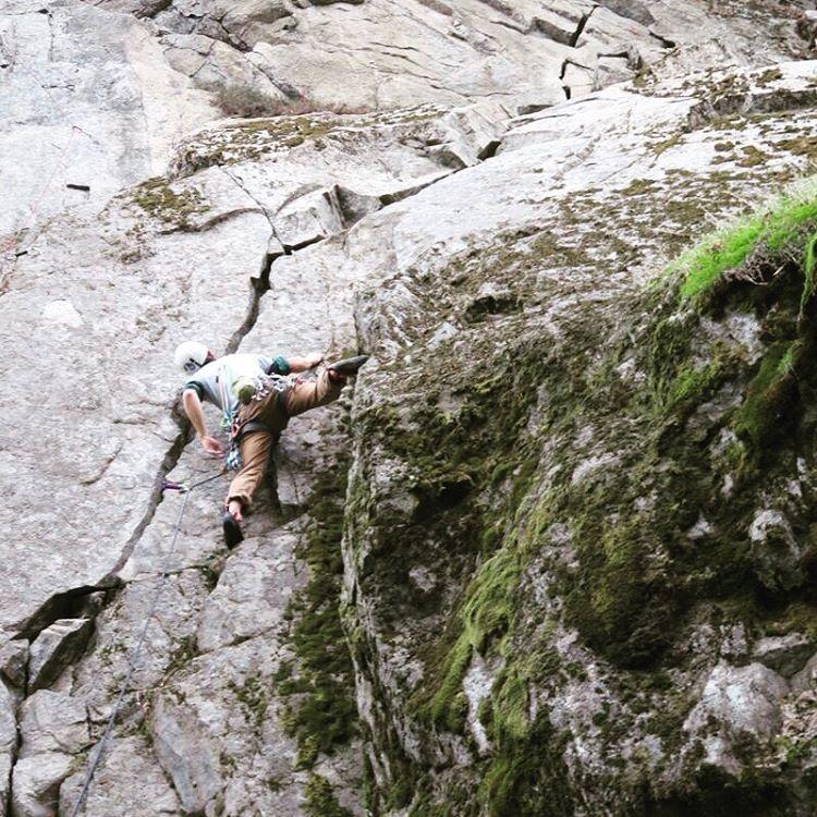"""Ayer escalando Fisura """"De Santi"""" con empotradores"""