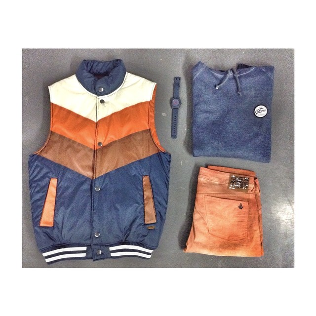 Nuestros sugeridos de fin de semana: Disolve Vest + Bleach VBJ Fleece + 2x4 FIT #VBJ #W14 #Nevermind #Volcom