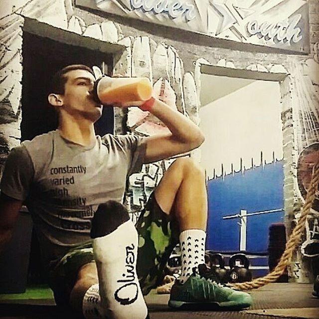 Hacé como @fraancodiaz en @crossfitsilver y ponete las #Stars para relajar que ya se termina la semana. #Respost . . #Medias#Socks#Diseño#Crossfit#Break#Descanso#Gym#entrenamiento#ejercicio#salud #Relax #Viernes