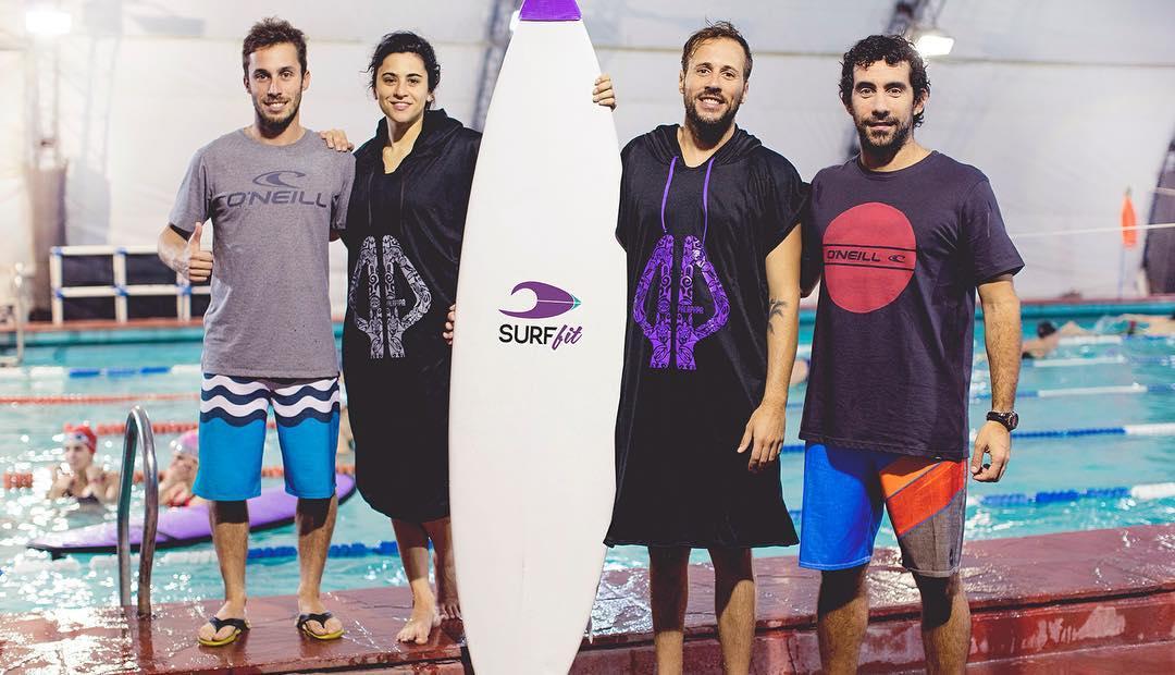 Felices de ser parte de la familia @surffitbuenosaires. Entrenamiento funcional de surf en pileta. Nosotros ya hemos asistido a sus clases y os lo recomendamos 100%!