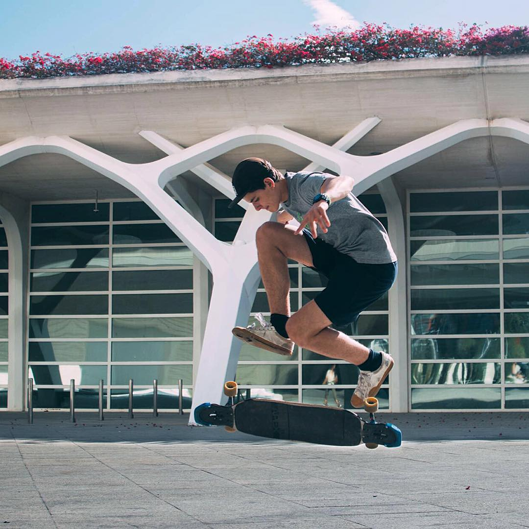 When the weather is this nice you won't find #paristruckco flow team rider @guillelandete indoors. He'll be flipping outside with all his freestyle antics.