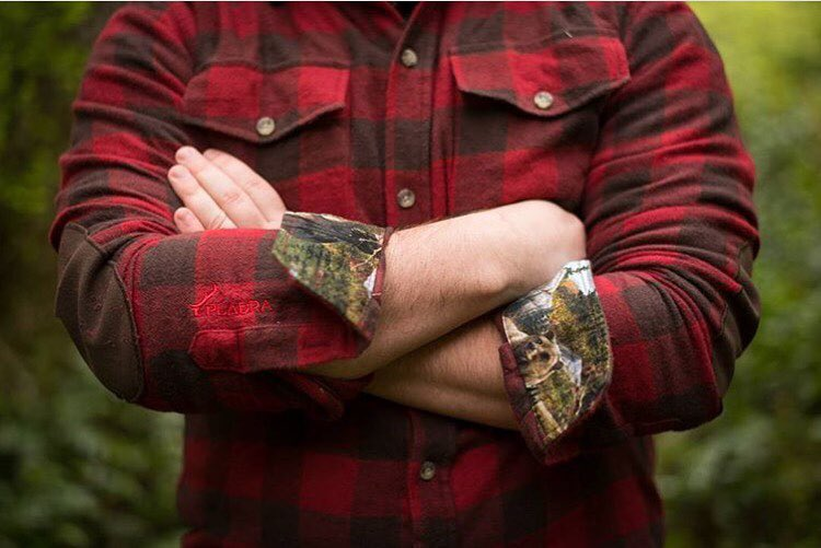Some things just feel right.  One of our favorite pics by @jennifernichols23  #flannel #lumberjack #classic #pladra