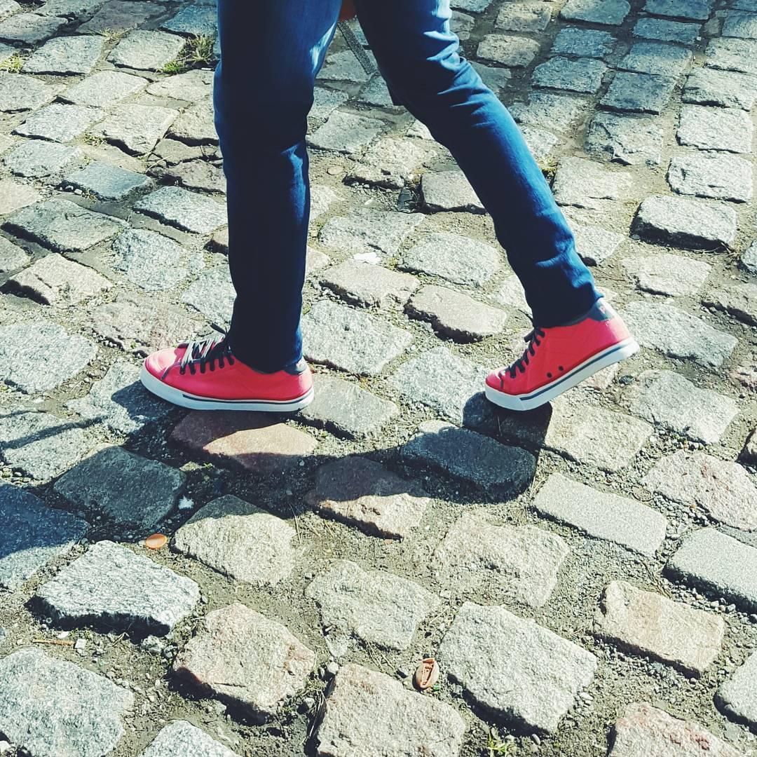 •Que la vida siempre te encuentre andando• S o h o ☇ . . . . #sneakers #sneakerhead #sneakernews #vsco #vscogood #vscocam #instacool #instagood #streets #streetstyle #lifestyle #instadaily #tagforlikes