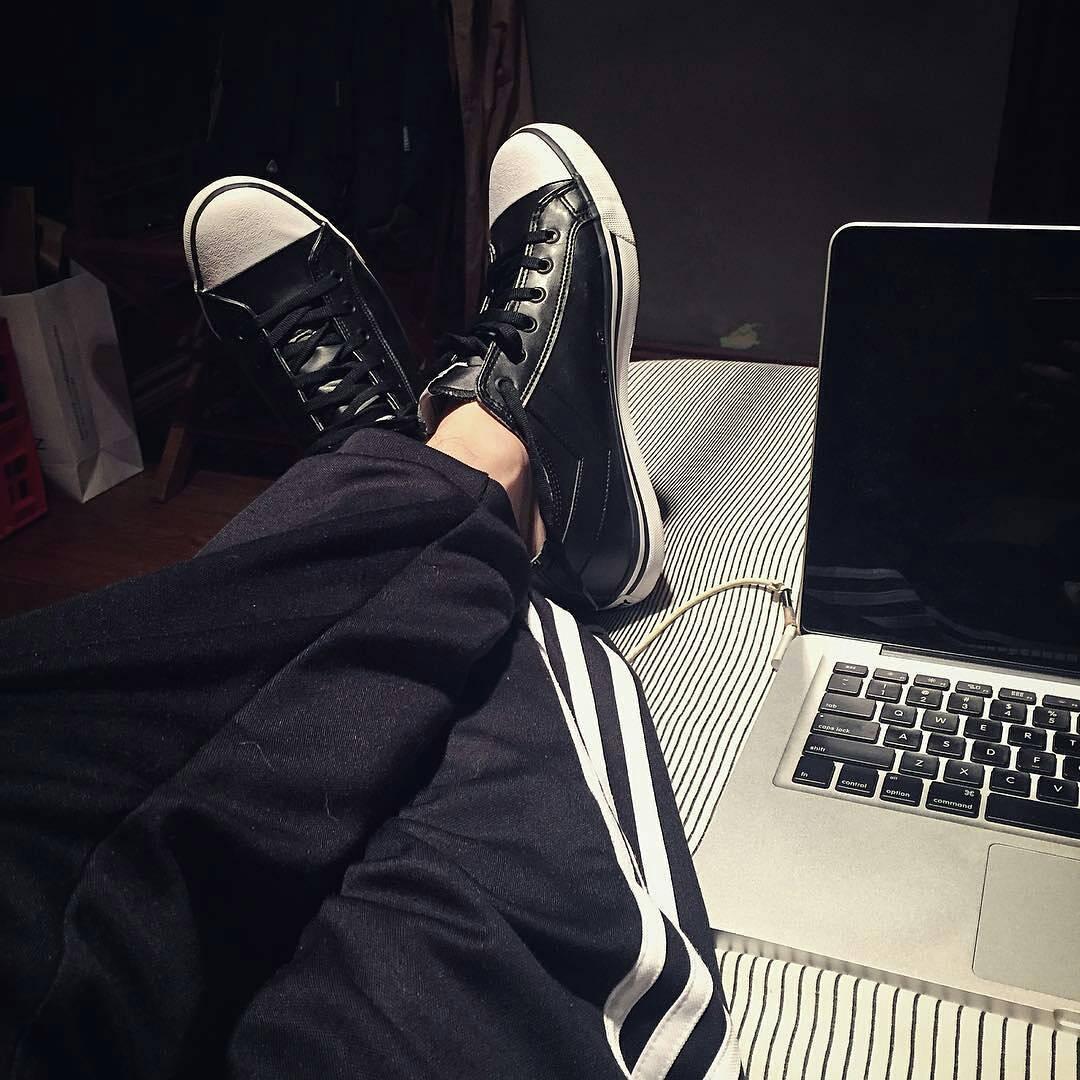 Los domingos en la cama! •S o h o  L e• ☇☇☇ Cc @nicoriedel  #sneakers #sneakernews #sneakerholics #sneakerhead #sneakerfiles #menswear #mensfashion #fashion #sunday #instadaily #instagood #instamood #tagforlikes #like4like #vsco #vscocam