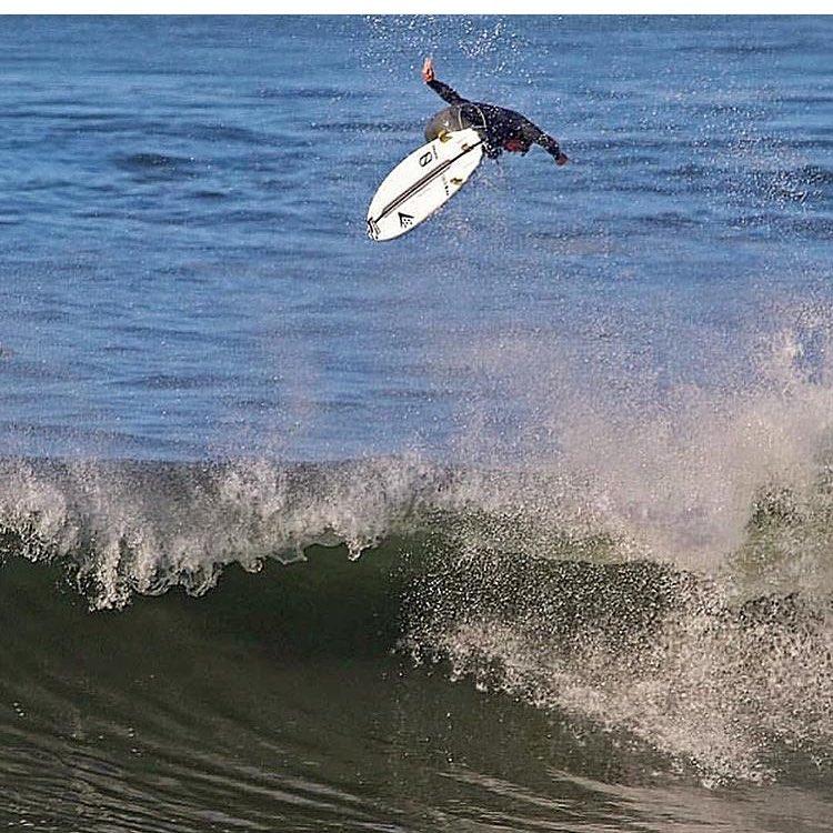 Here's to starting off the week on a high note..... @timmyreyes #teamprolite #surf #surftravel #microdot #grippierwhenwet