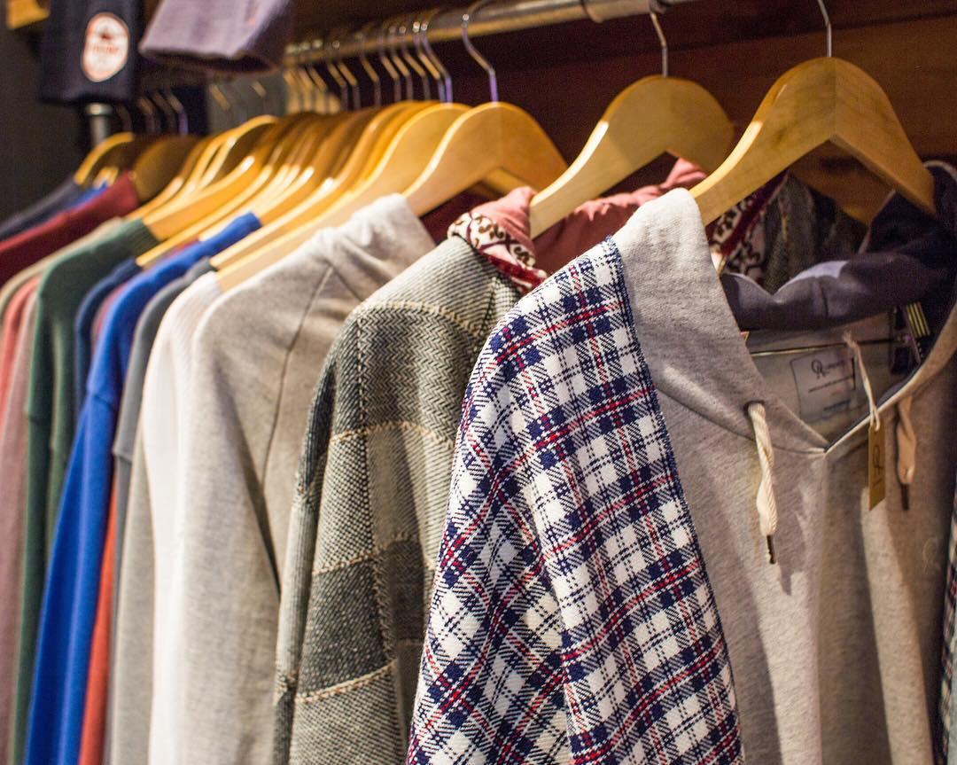 Ordenados y en fila, para que elijas tu preferido.  #ponchos #sweaters #buzos  #campera
