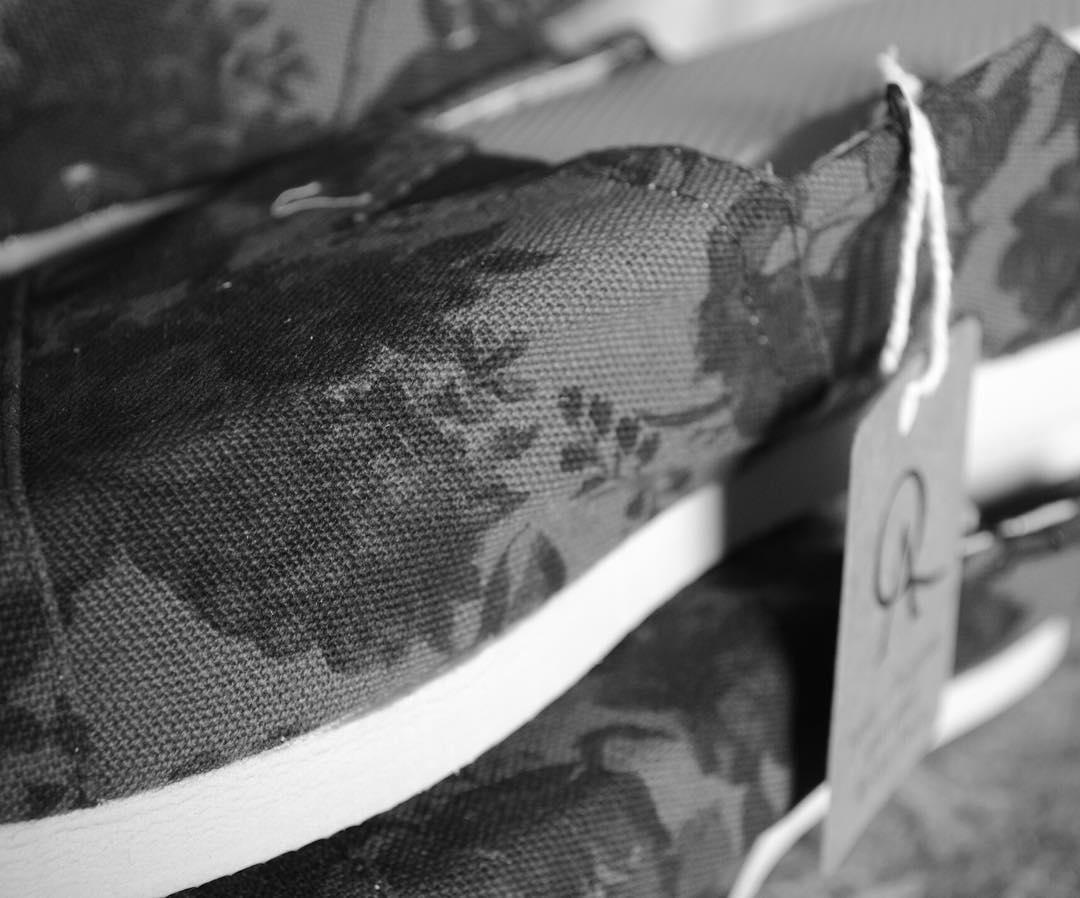 Lona 100% algodón y suela de goma eva.  Nuestro objetivo es la calidad. Es lo único que no pasa de moda