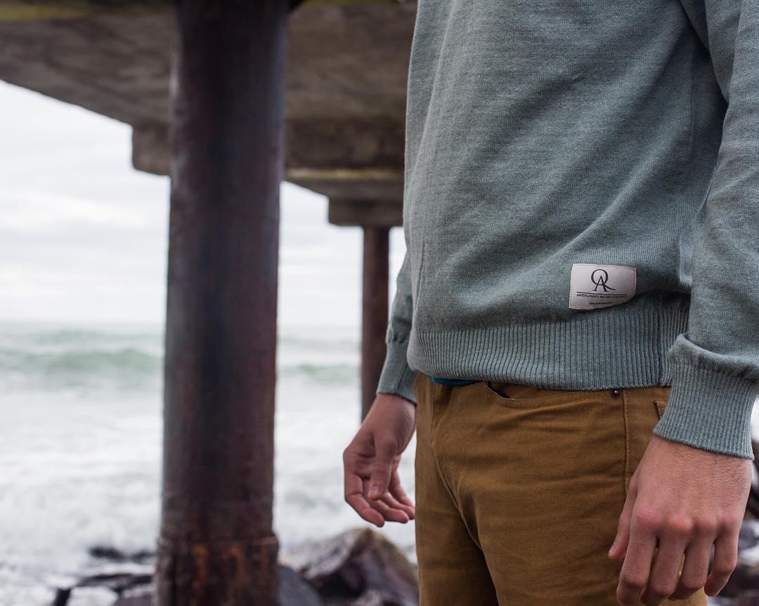 Nos gusta estar presente en las pequeñas cosas, en los #detalles que hacen la diferencia, que te distinguen del resto. ¡Buen martes!  #sweater Oliver #pantalon 5 bolsillos #invierno