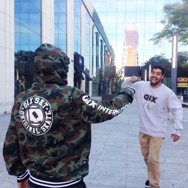 Amizade e muito skateboard! @caiquesilvaskt e @samuel_jimmy em Barcelona. #qixskate #skateboardminhavida QIX.COM.BR