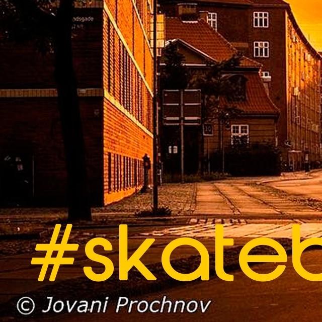 Mostre o quanto você curte o lifestyle skateboard. Faça uma foto da sua sessão no Dia Mundial do Skate, publique e marque com a #skateboardminhavida até o dia 23 de junho. As melhores imagens receberão brindes e serão publicadas nas redes sociais QIX....
