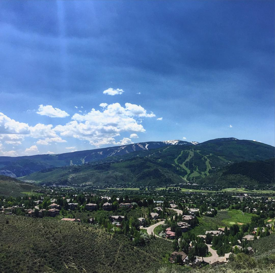 Vail Valley, our home away from home, looking mighty nice today - excited to spend the next couple of days catching up with friends and getting down @neil528 & @stefferniej wedding! #vail #roadtrippinwithrachel #roadtrip
