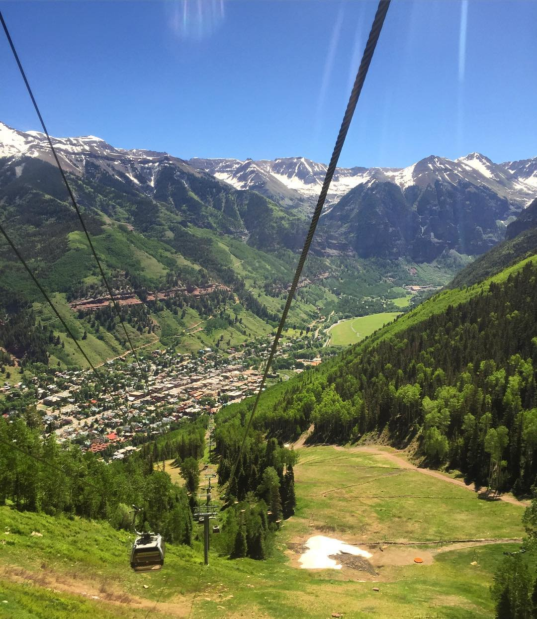 Why can't all commutes be this beautiful - cheers to the free gondola between Telluride's villages #Telluride #roadtrip #roadtrippinwithrachel