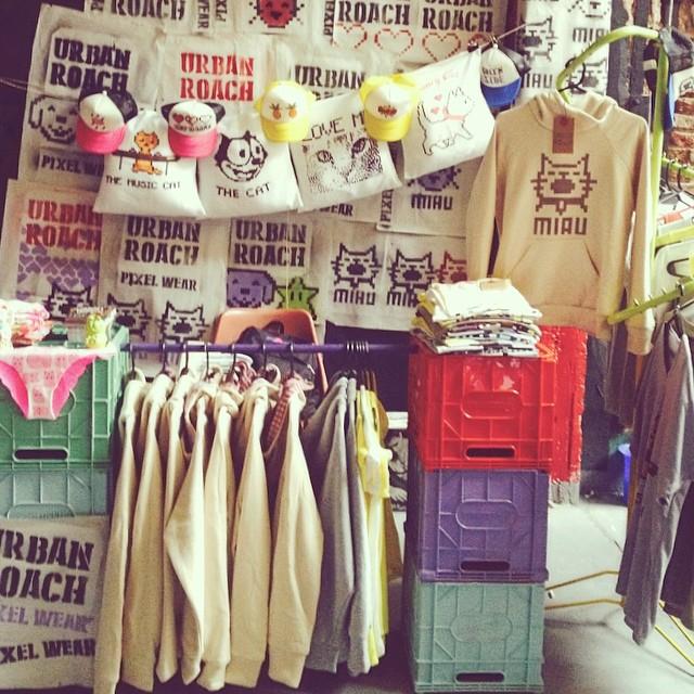 #stand en la #feriapurrrr #urbanroach #pixelwear #hoodies #t-shirts #underwear #pillows #pixelart #8bits #pixels #posters #stencils