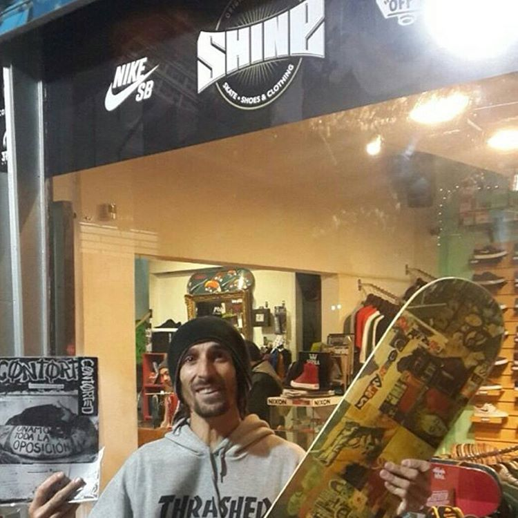 Veni hoy! Mañana cerrado! #vogskateboards #AvStaFe3679 (zapas) #avstafe4096 (skate & outlet)