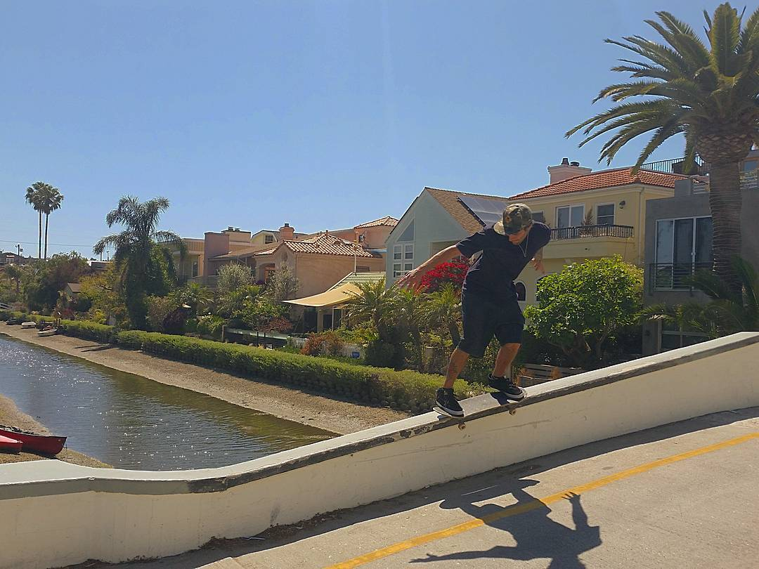 Bs fifty a pleno sol en venice canals @sturtzskate #AriseTrucks