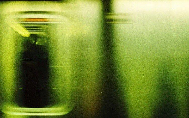 Siguiendo con nuestra sección #sismo35mm les dejamos una foto de Tomas Osses  en el subte en la ciudad de New York. La foto no posee ningún filtro más que la mismísima analogía. #sismo35mm #analogphotography #35mm #35mmfilm #35mmphotography #nikon35mm...