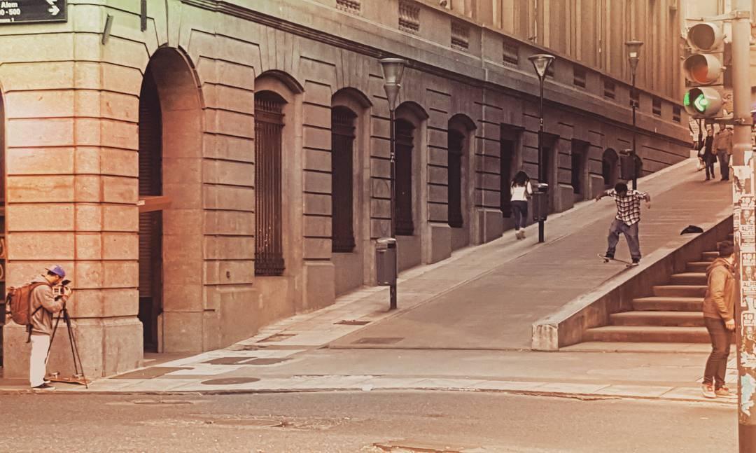 En las calles. Donde el #skateboarding se ve y se transpira. Cómo te preparás para el 21/6 #goskateday ..?!? #slp15video #downtown  #street #buenosaires #slpskateboars #slp #Argentina360