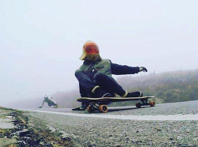 El clima podría no mejorar, pero...a quien le importa. Bam entre las nubes en la montaña Cordobesa filmando para #ESPN. #machbusterDk #SlySkateboards #dominalasmontañas #skatefree #freeride #dh #longboarding #cordoba #skate #skateordie #slyskateboardsteam