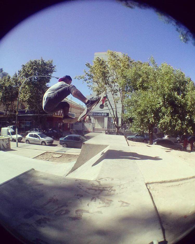 Listos para despegar? Comienza el fin de semana de la mano de @braiantuner. A patinar...como todos los días sobre su #machbusterdk www.slyskateboards.com #SlySkateboards #dominalascalles #skatepark #skateanddestroid #slyskateboardsteam  #street