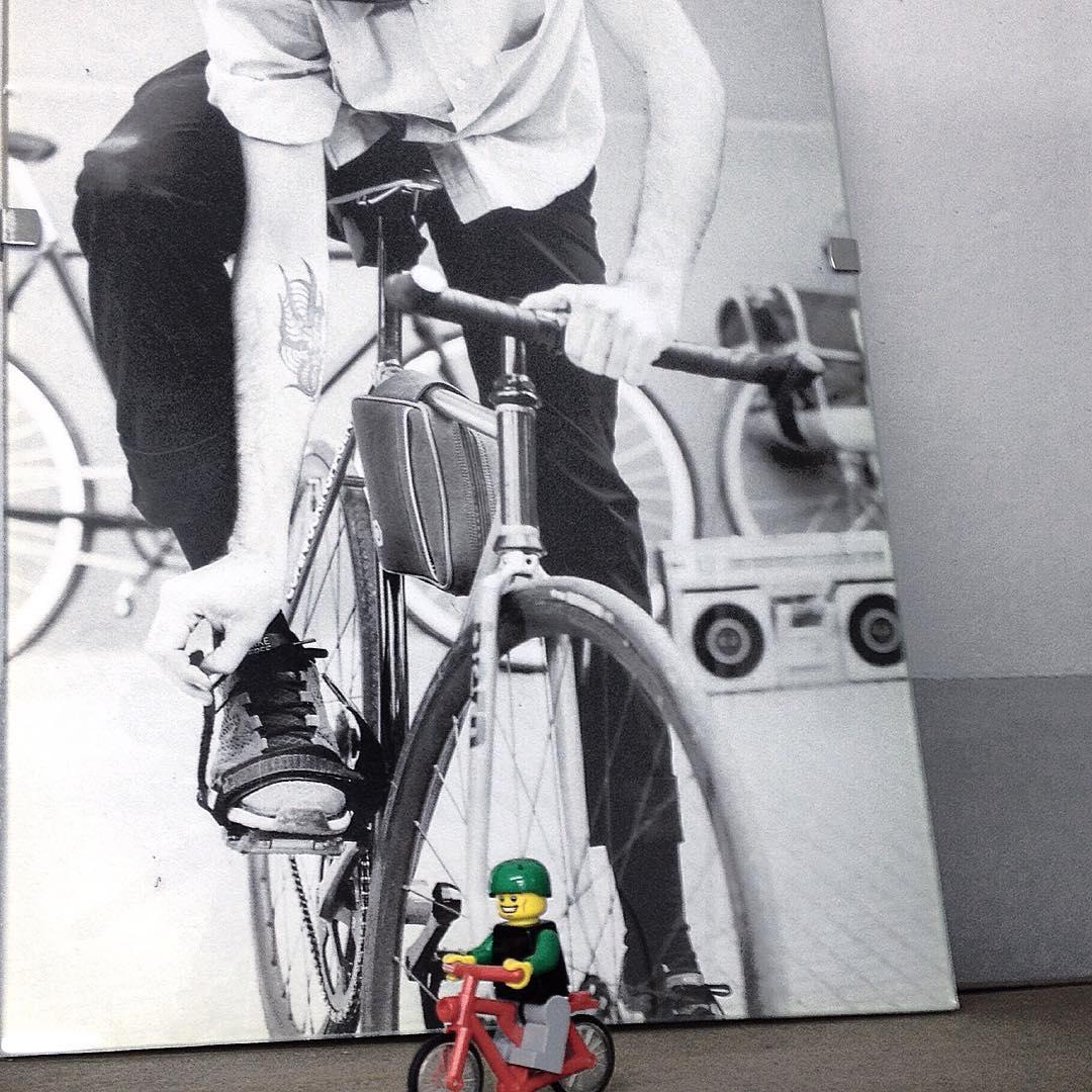 >> Los legos son divertidos, moverte en bici también << #lego