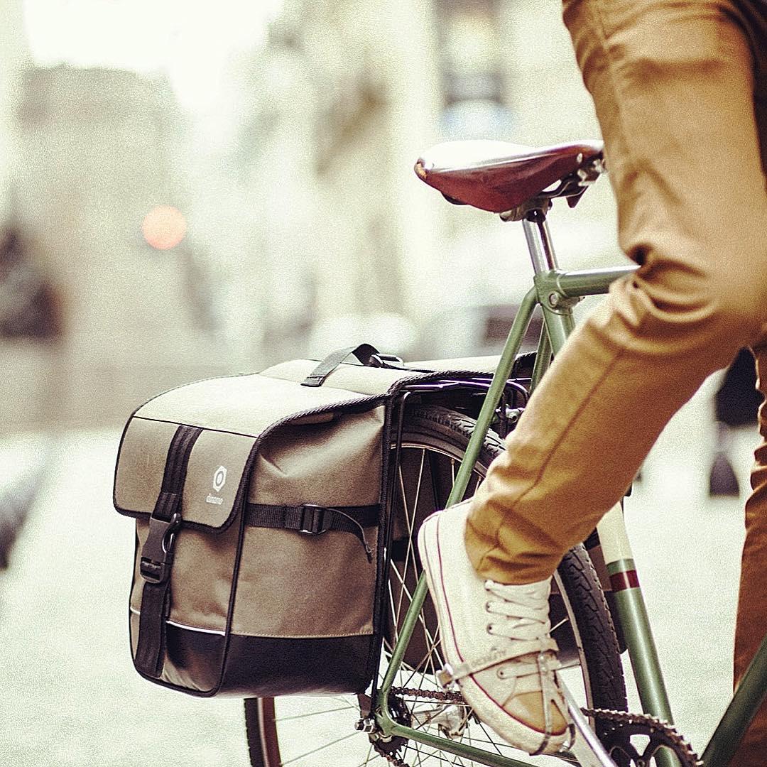 Movete en bici, que nosotros trabajamos todos los días para que sea más cómodo. Chequea todos los accesorios en nuestra web, link en la bio. #ciclista #urbano