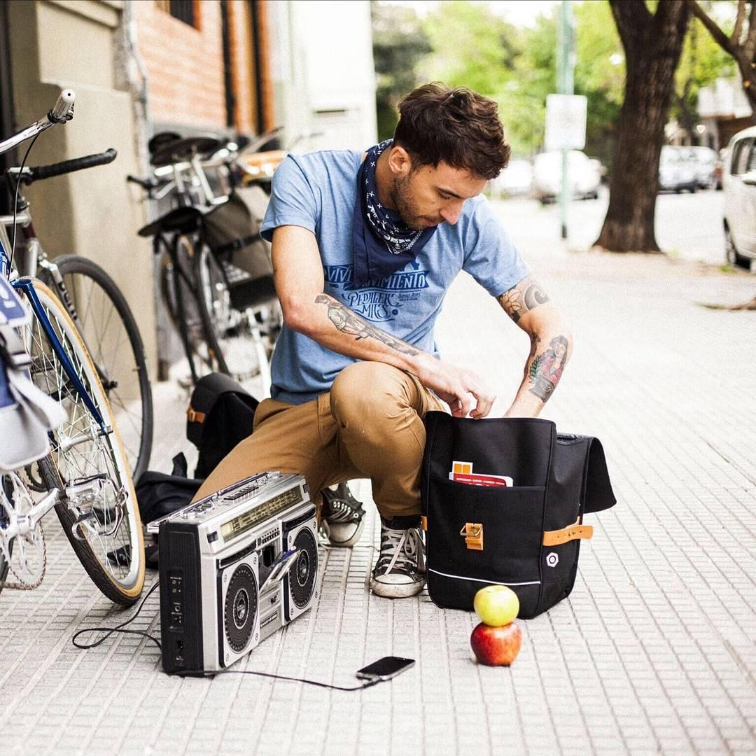 Accesorios para Padres Ciclistas > Alforjas en Promoción > Showroom hoy, jueves y sábado.  #mochilas #bolsos #pantalones