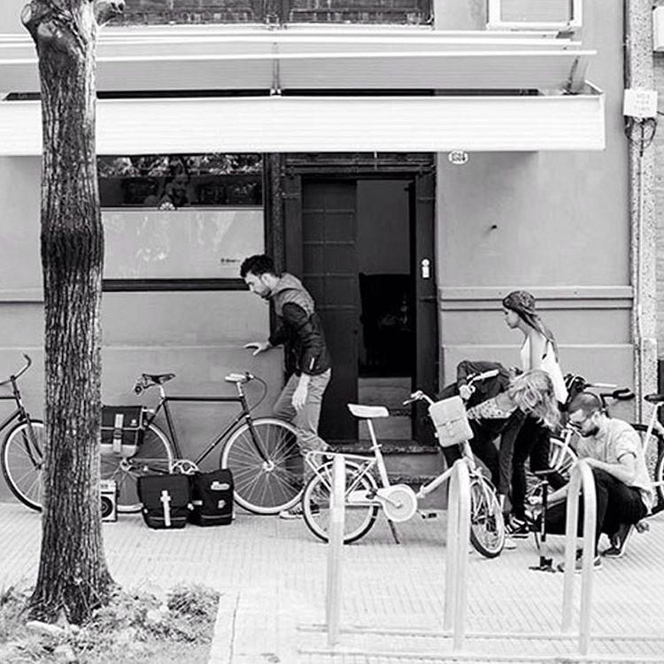 Hoy en nuestro showroom de 17 a 19 hs >> 10% Off en efectivo o débito. Hasta 12 cuotas sin interés. En todos los productos #bike #friends
