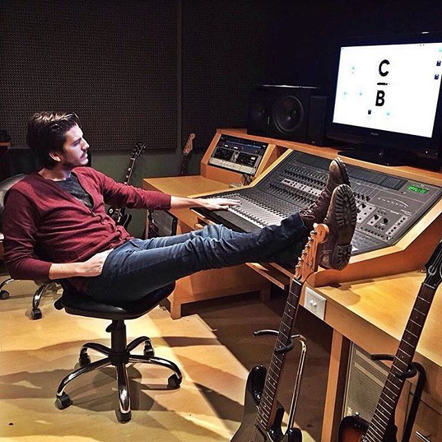 Mr Grimaldi en @casababel ! ▶️ Cardigan Hemp ▶️ Jean Jared #ArtistCommunity #SoulflyConcept #SoulflyDenim #Dj #Producer