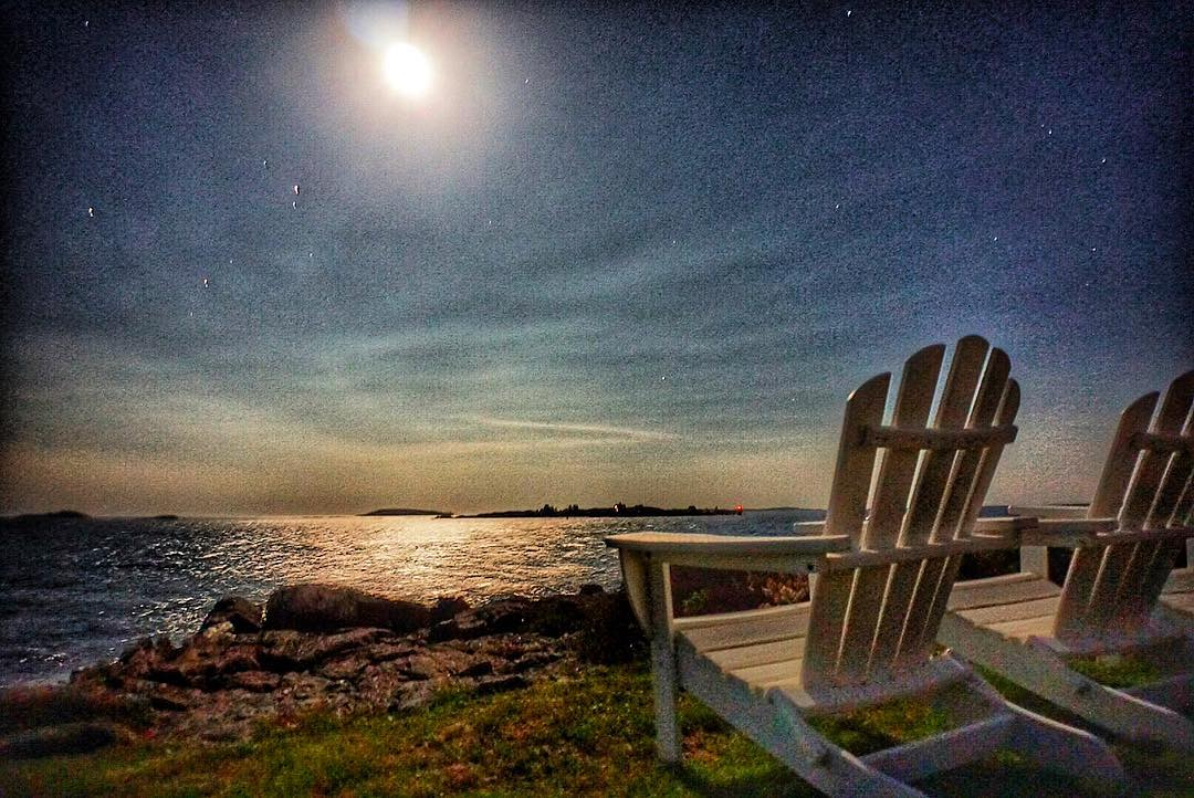 The coast of Maine comes alive under the full moon light! It was a short trip home but nevertheless a good one! #nightshot #fullmoon #mainepics #mainetheway #sonya6000