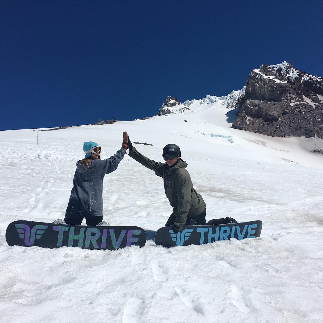 High fives to fun times on Mt Hood @timberlinelodge #summershred #snowboard #thrivesnowboarding #highfive