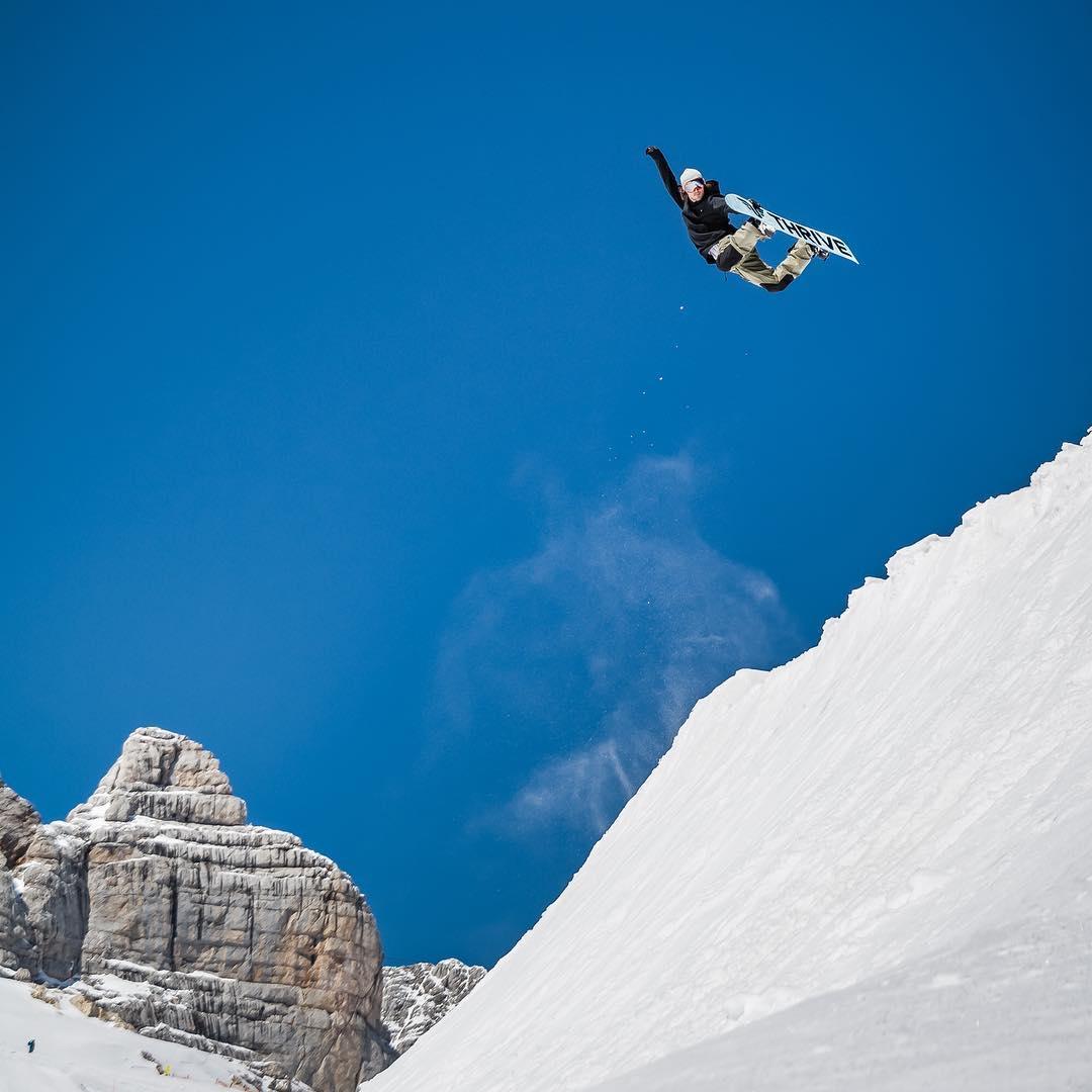 Sending it #thriveharder #relentless #thrivesnowboards #snowboarding #thriveaustria @wolf_wieser_fotoworkx