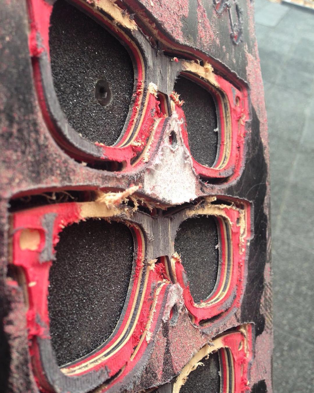 Boards details !!! ---------Board: @elementbrand  Promodel: @nick_garcia  User: @sebafrancoskate  #skate #recycledwood #skateboarding  #skateboards #recycledsunglasses #skateart #sunglasses #recycled