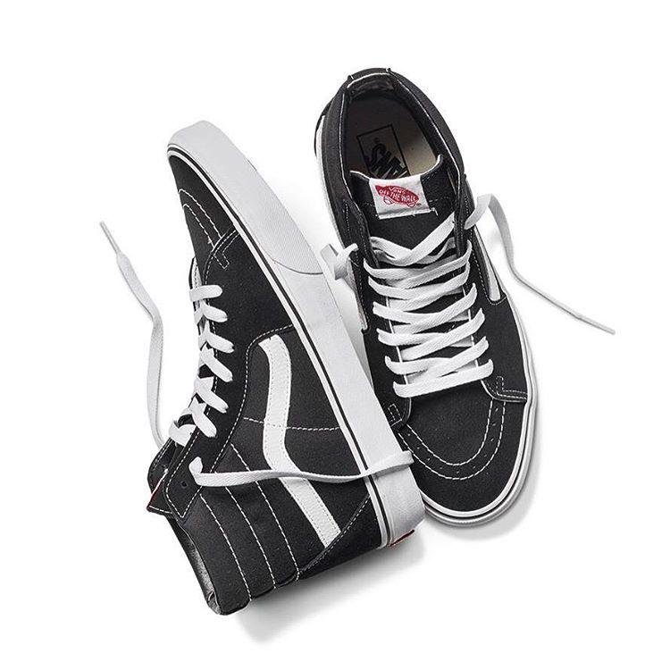 """El modelo #Sk8Hi nació en 1978 y fue el primero en formato """"botita"""" de la marca. Es (y será) un calzado fundamental en la historia de Vans porque, además de llevar el icónoco #Sidestripe, representa a la marca en todos sus pilares: Action Sports,..."""