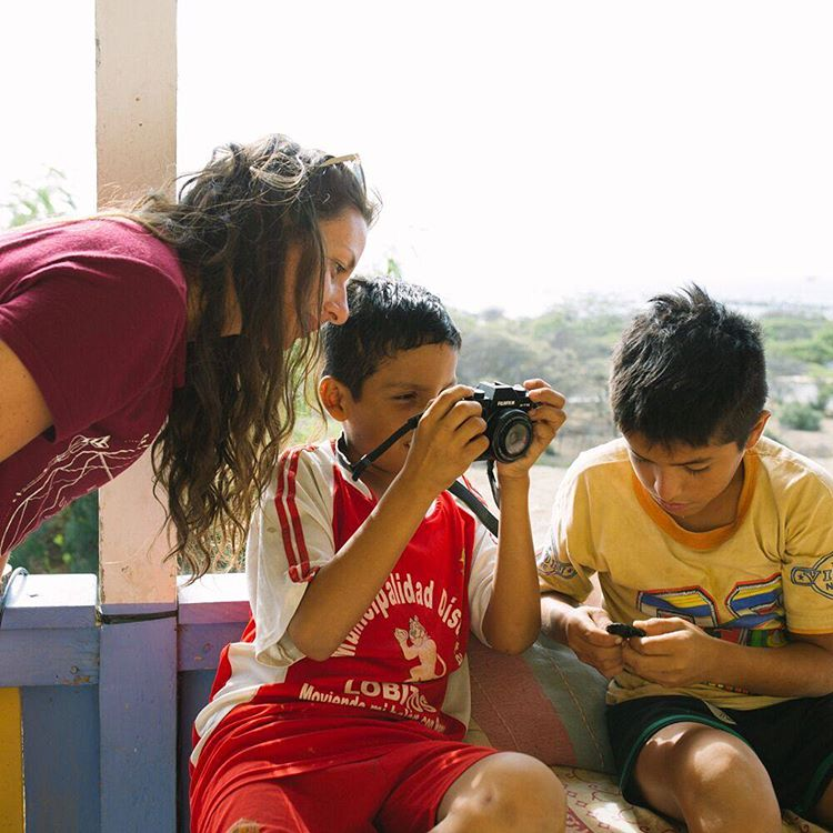 The kids in Lobitos are so curious and welcoming, if you bring along a camera you've captured their attention. Happy Father's Day to all the Dads out there!  @ryanstruck takeover 1/9