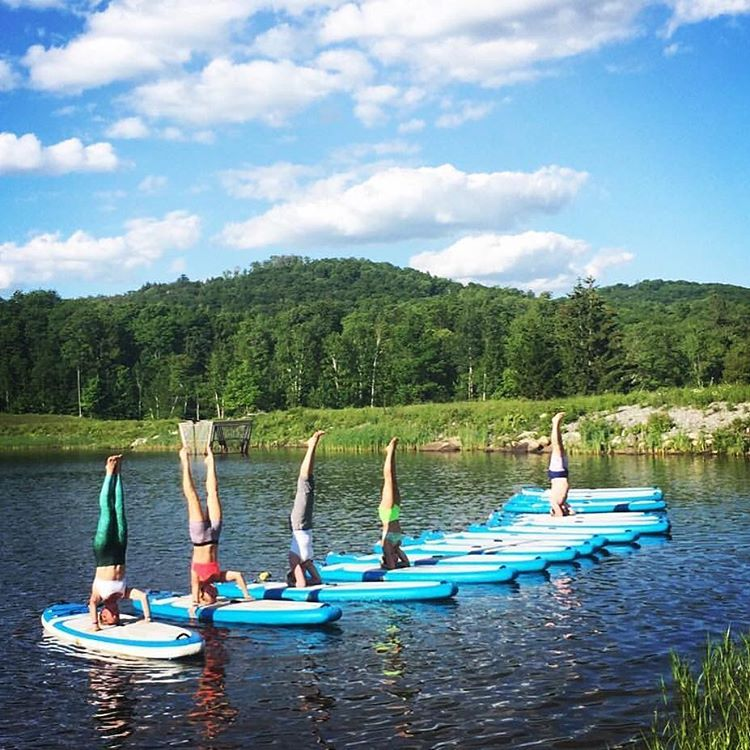WANDERLUST IS IN THE AIR SUP yoga with @yogaqua @bogayoga @wanderlustfest #repost @shalvy - Loved having my @_okiino_ mermaid pants for our @wanderlustfest Stand Up Paddleboard class today!