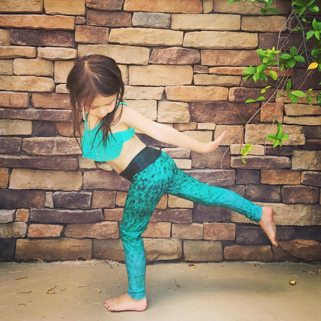 LITTLE MERMAID  Birthday wishes to little Valentina #Reposting @janelkiyomiyoga this mini #mermaid #yogini in #virabhadrasana3 is too adorbs! and she's rocking her emerald @_okiino_ leggings